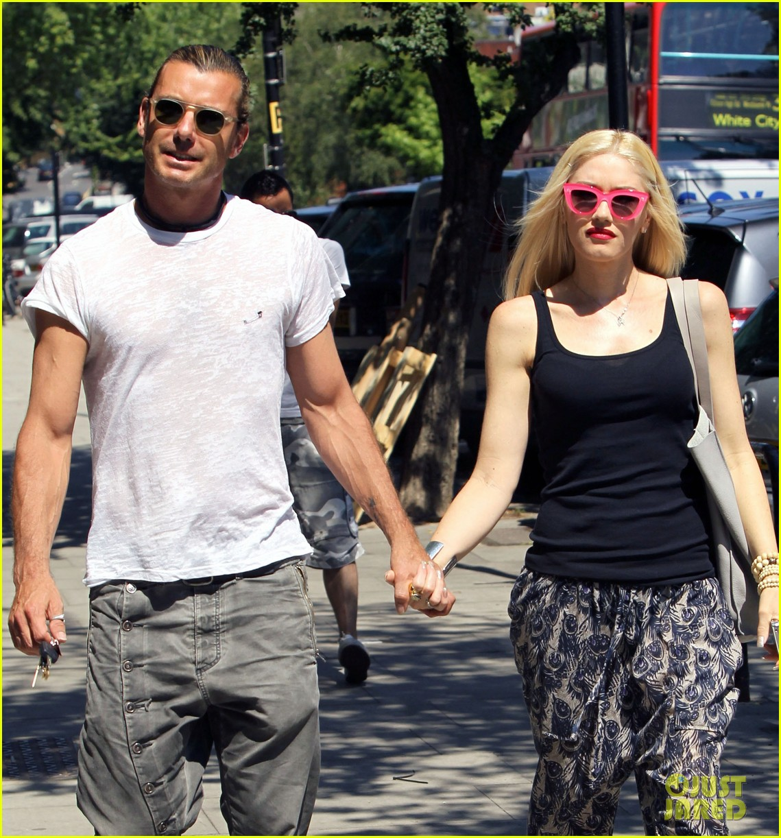 gwen stefani gavin rossdale hold hands for lunch 142922272