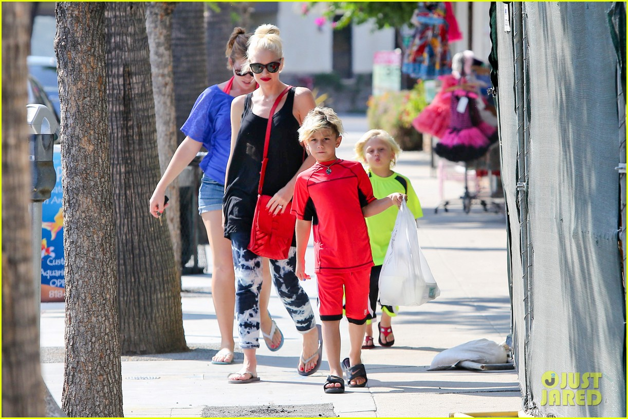 gwen stefani wishes happy birthday to no doubts adrian young 102938789