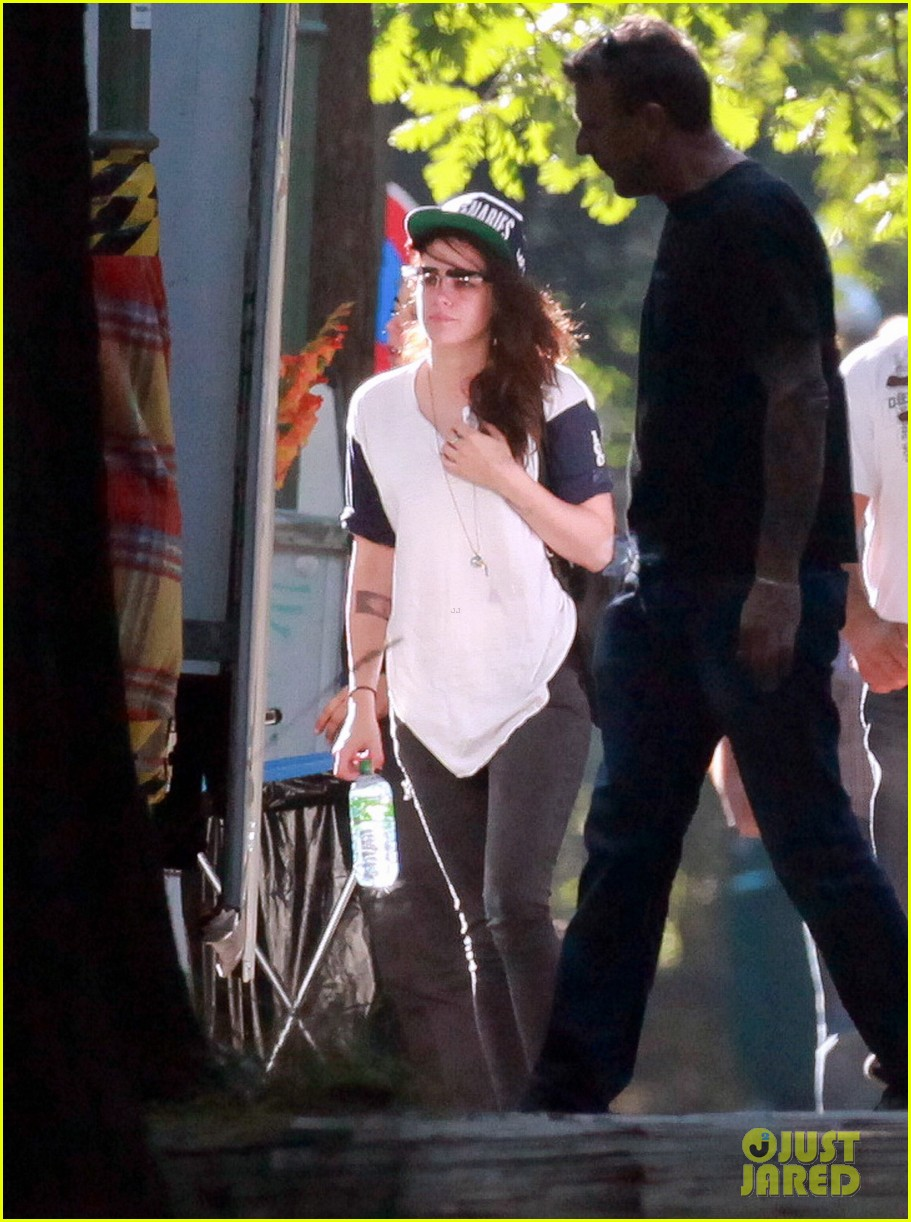 kristen stewart back to work on sils maria after day off 042939987