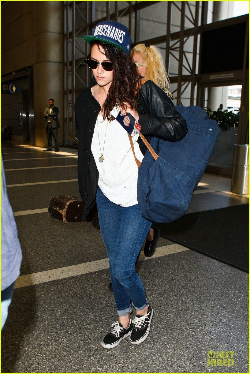 kristen stewart supports mercenaries at lax airport 152933533