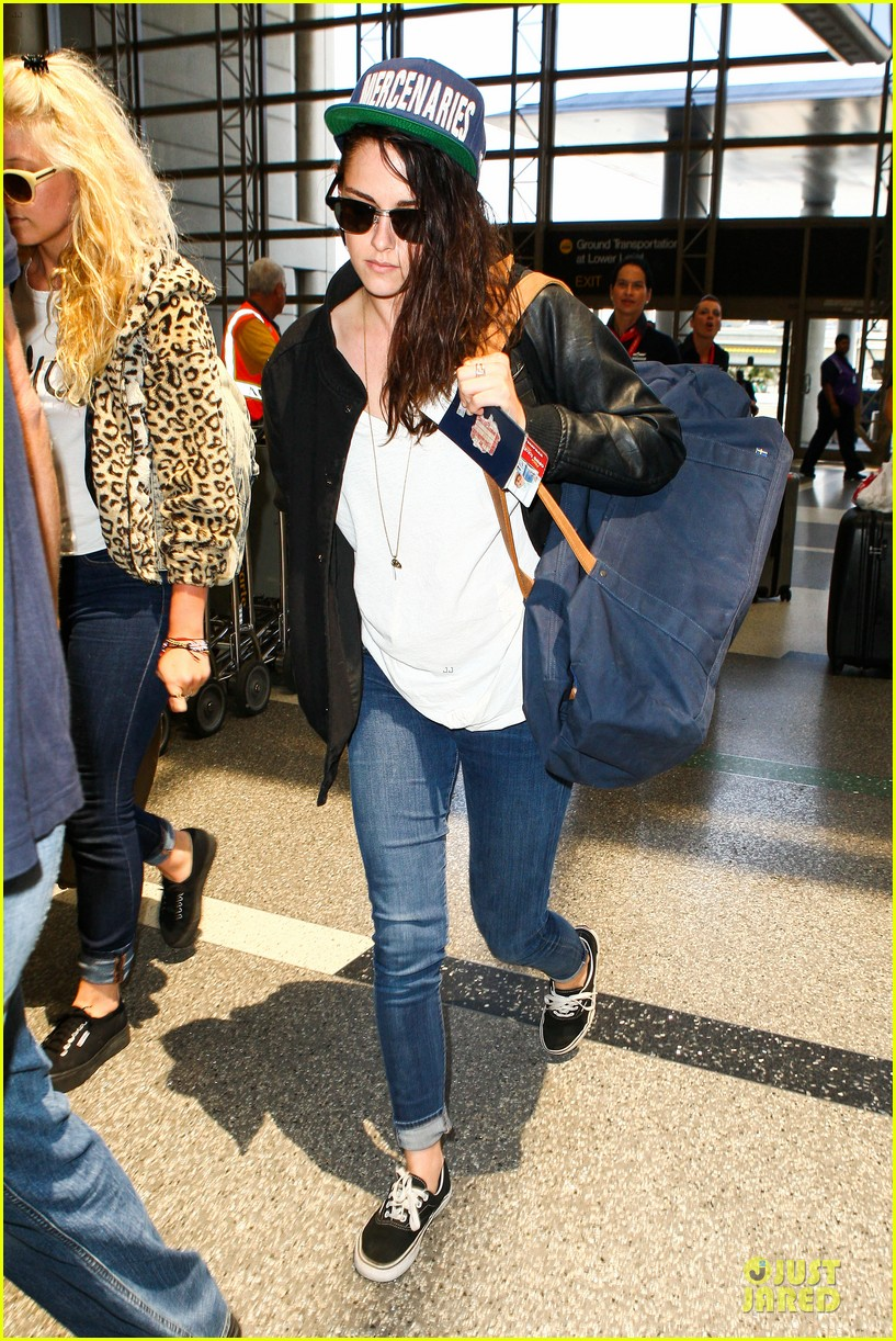 kristen stewart supports mercenaries at lax airport 182933536