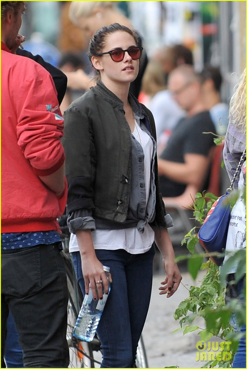 kristen stewart talks playing personal assistant in sils maria 022939360