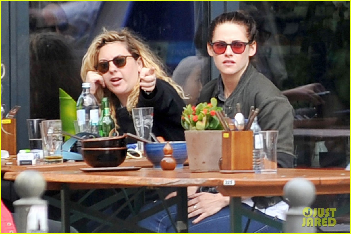 kristen stewart talks playing personal assistant in sils maria 042939362