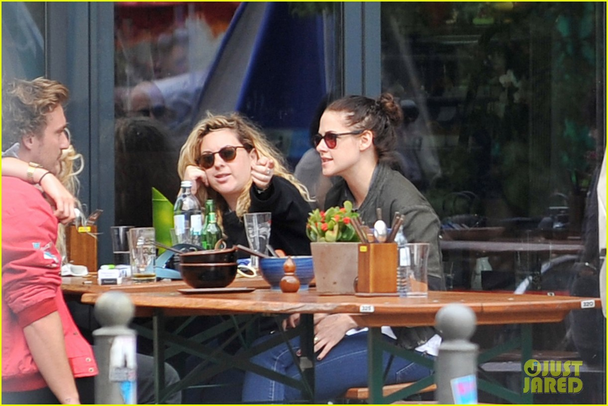 kristen stewart talks playing personal assistant in sils maria 122939370