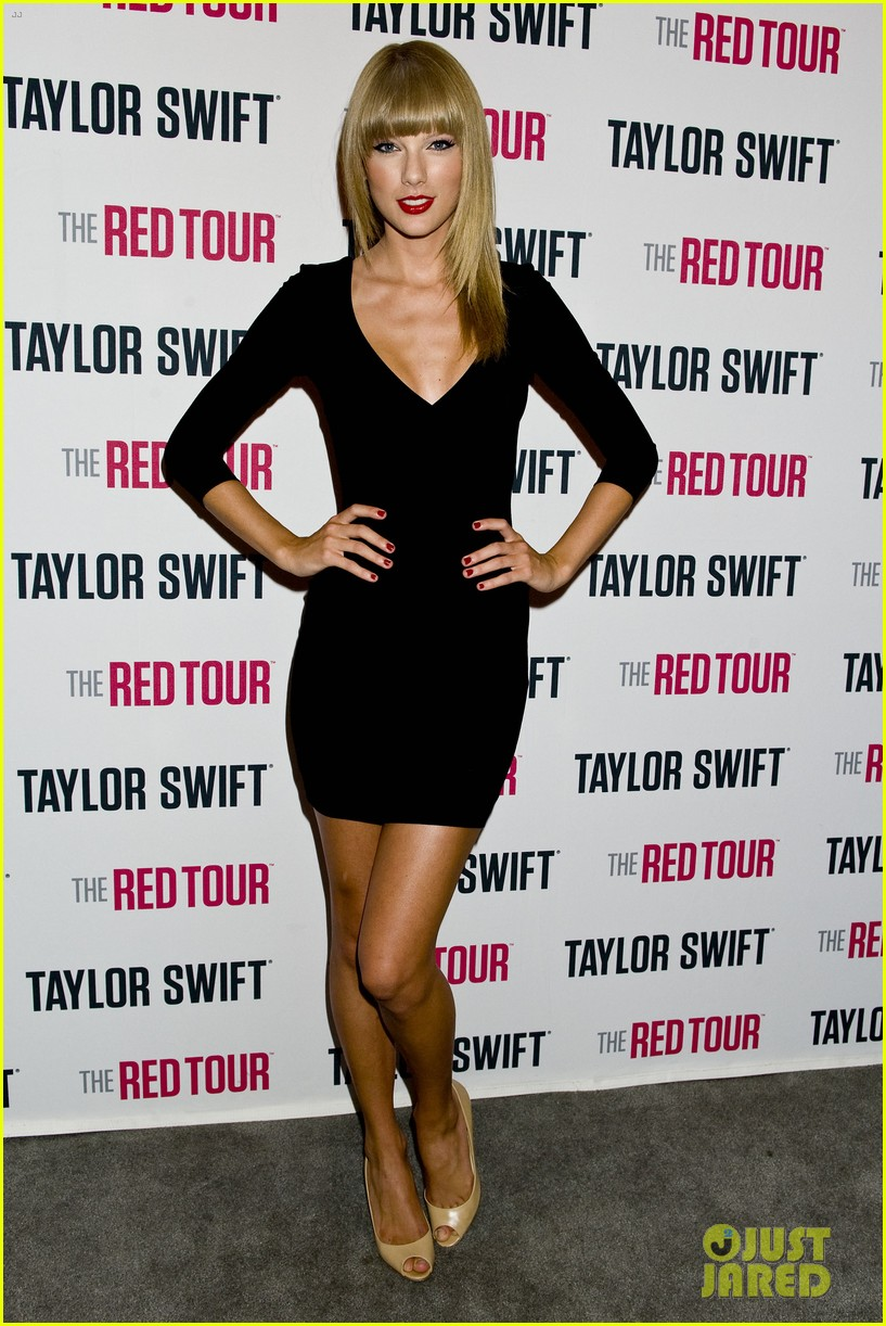 taylor swift sara bareilles perform brave on the red tour 012933834