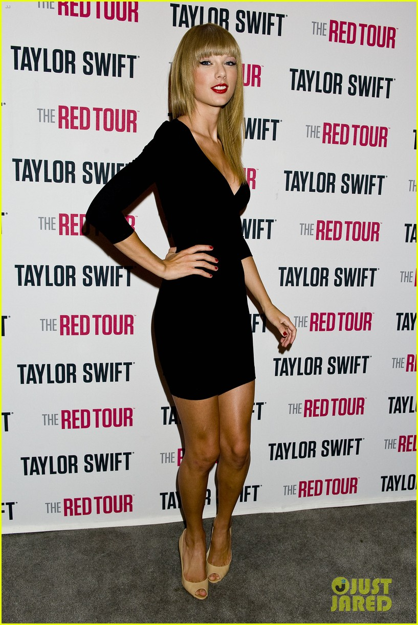 taylor swift sara bareilles perform brave on the red tour 092933842