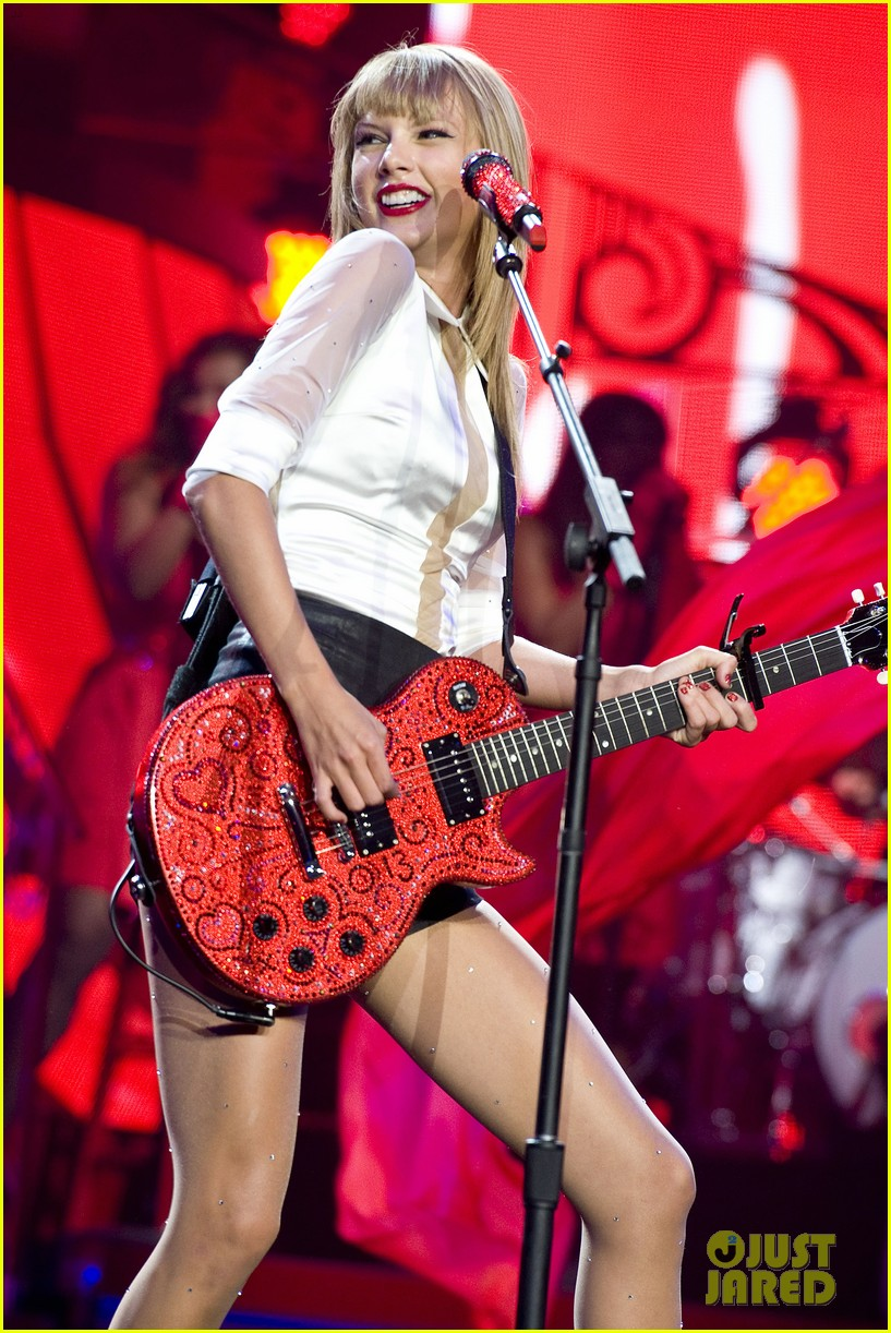 taylor swift sara bareilles perform brave on the red tour 252933858