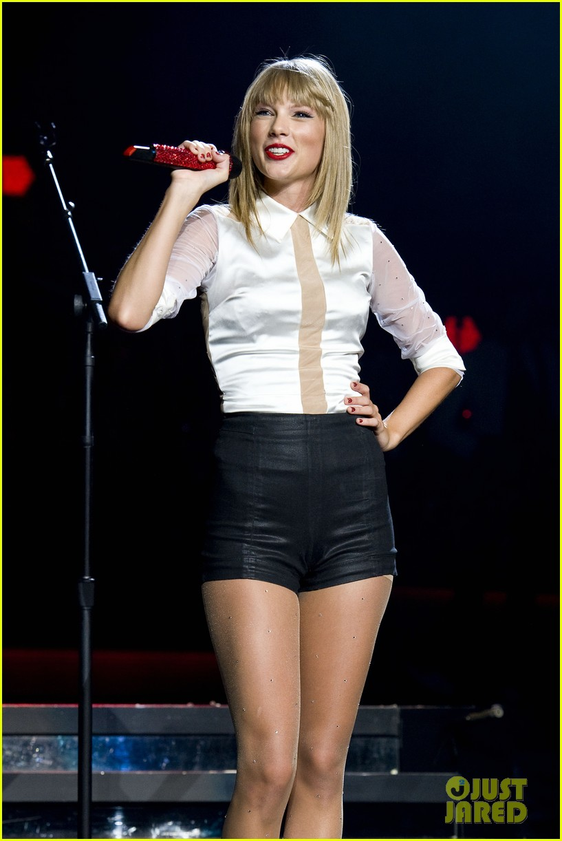taylor swift sara bareilles perform brave on the red tour 402933873