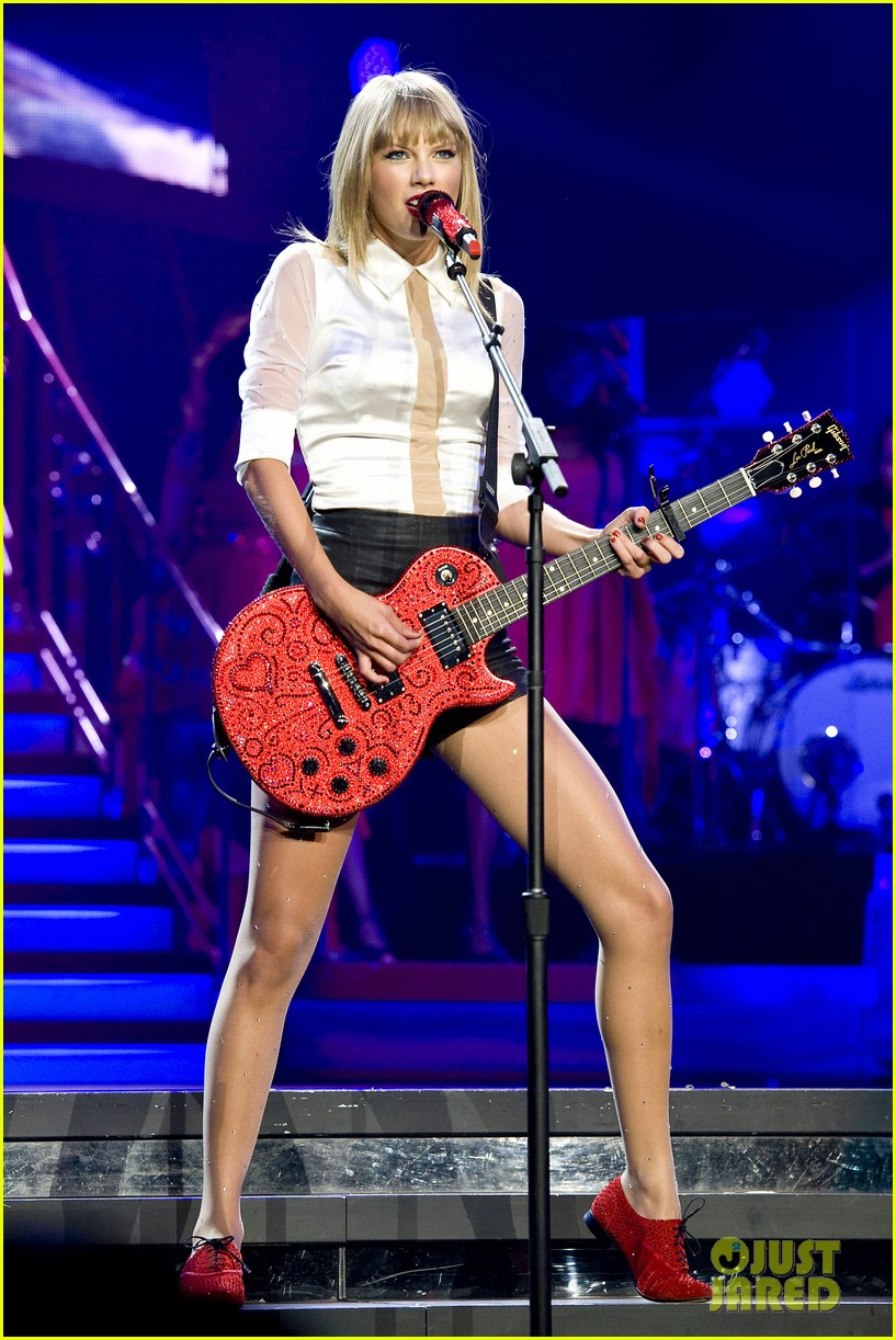 taylor swift sara bareilles perform brave on the red tour 532933886