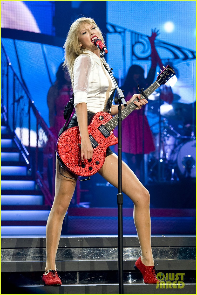 taylor swift sara bareilles perform brave on the red tour 542933887
