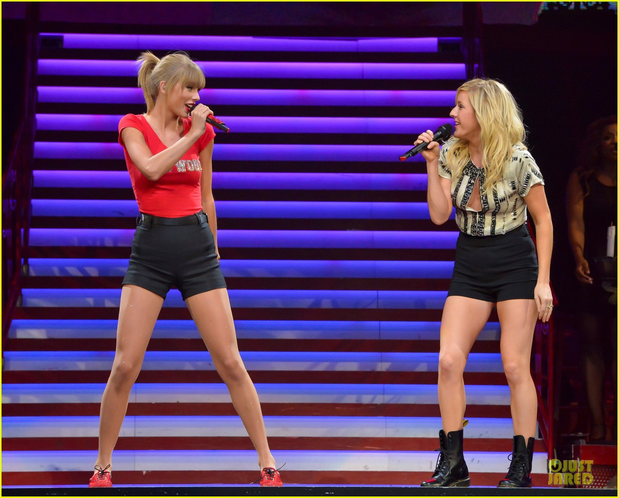 taylor swift performs anything performance with ellie goulding 012936569