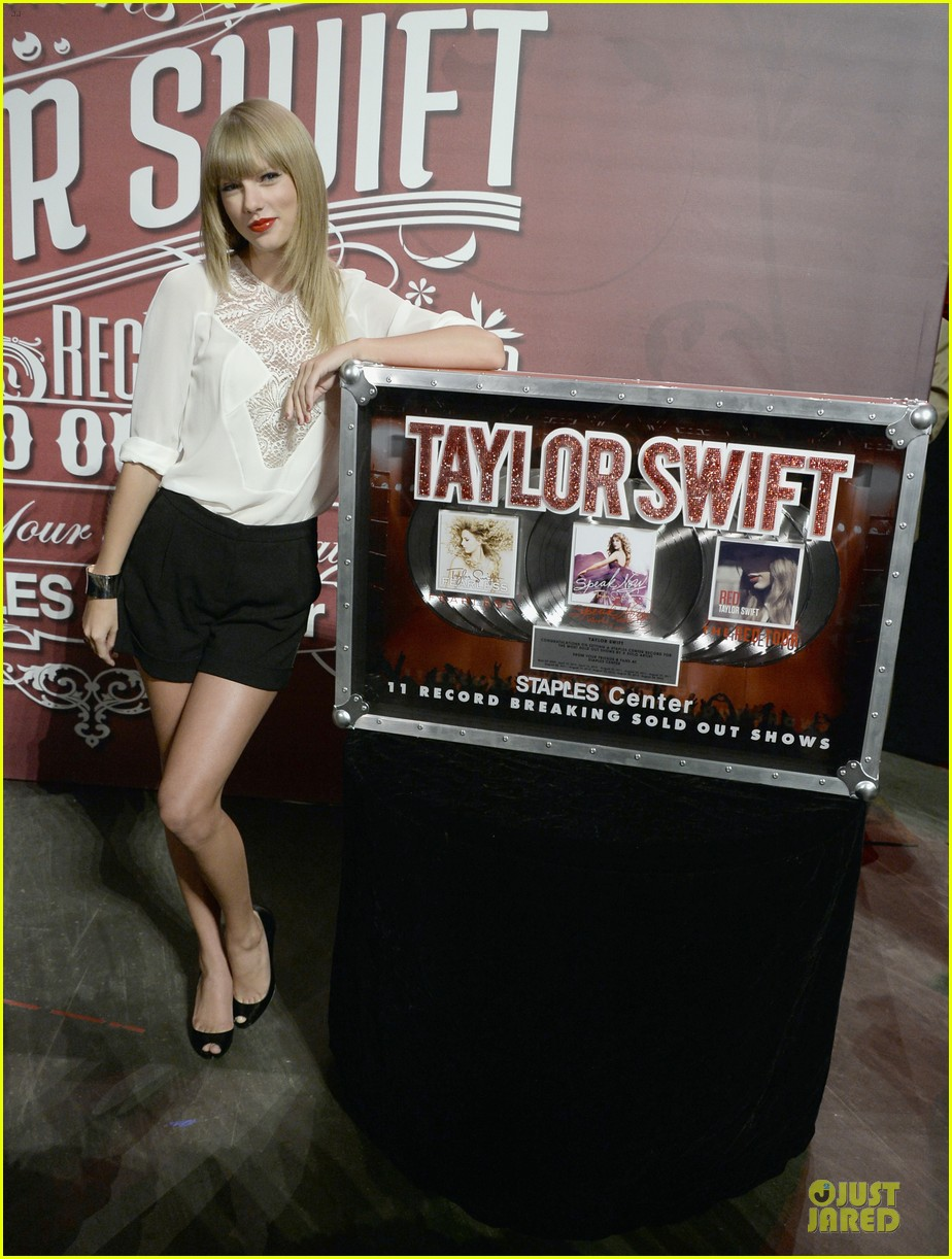 taylor swift 11 record breaking sold out shows at staples center 032934378