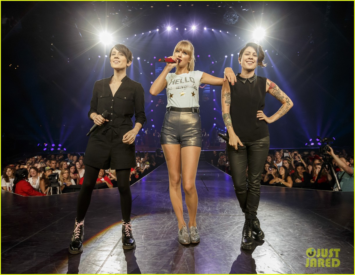 taylor swift performs closer with tegan sara video 022934914