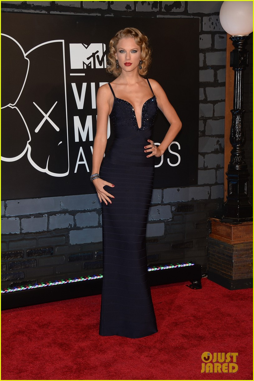 Taylor Swift - MTV VMAs 2013 Red Carpet: Photo 2937720 | 2013 MTV ...