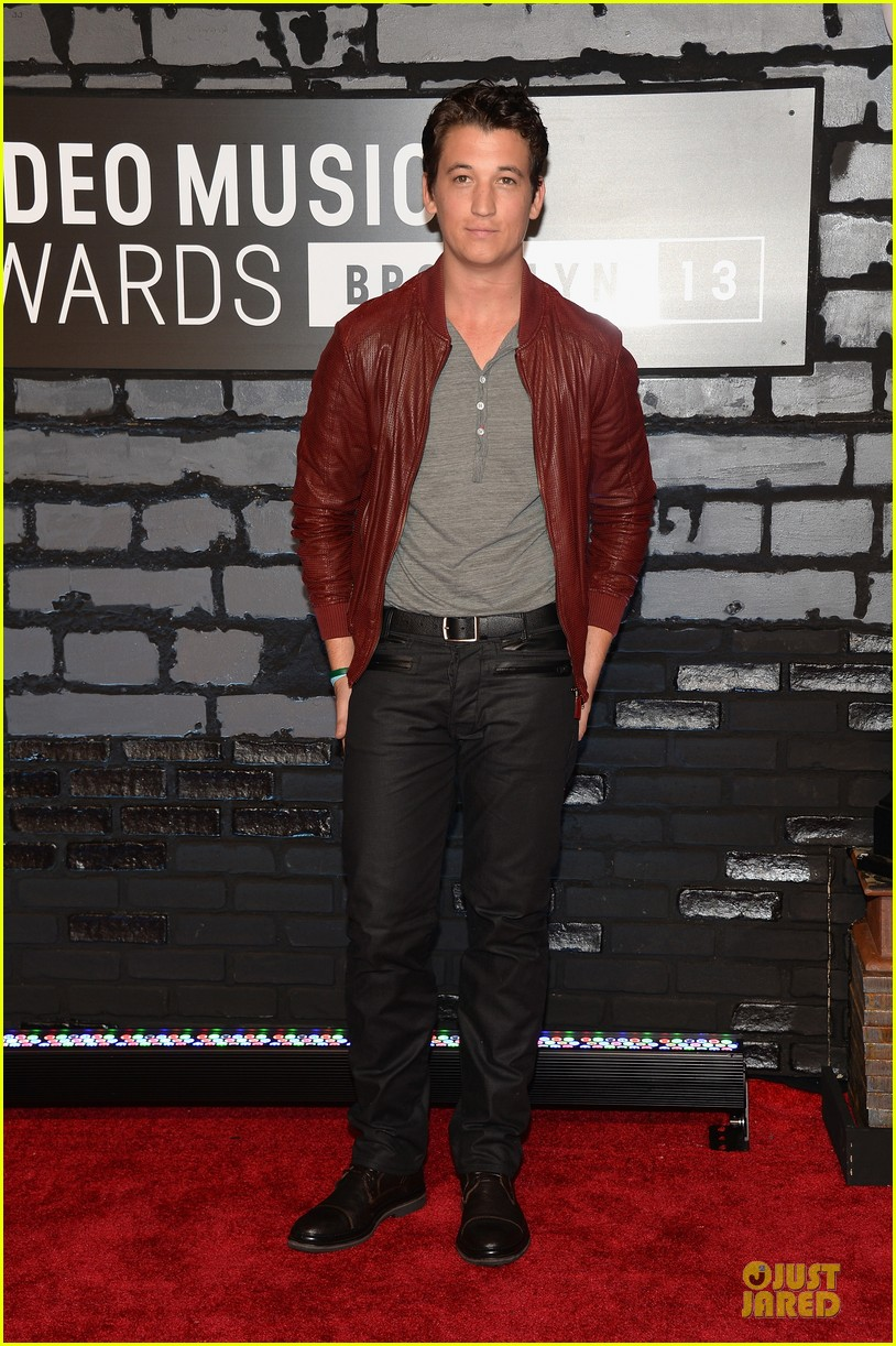 miles teller mtv vmas 2013 red carpet 012937654
