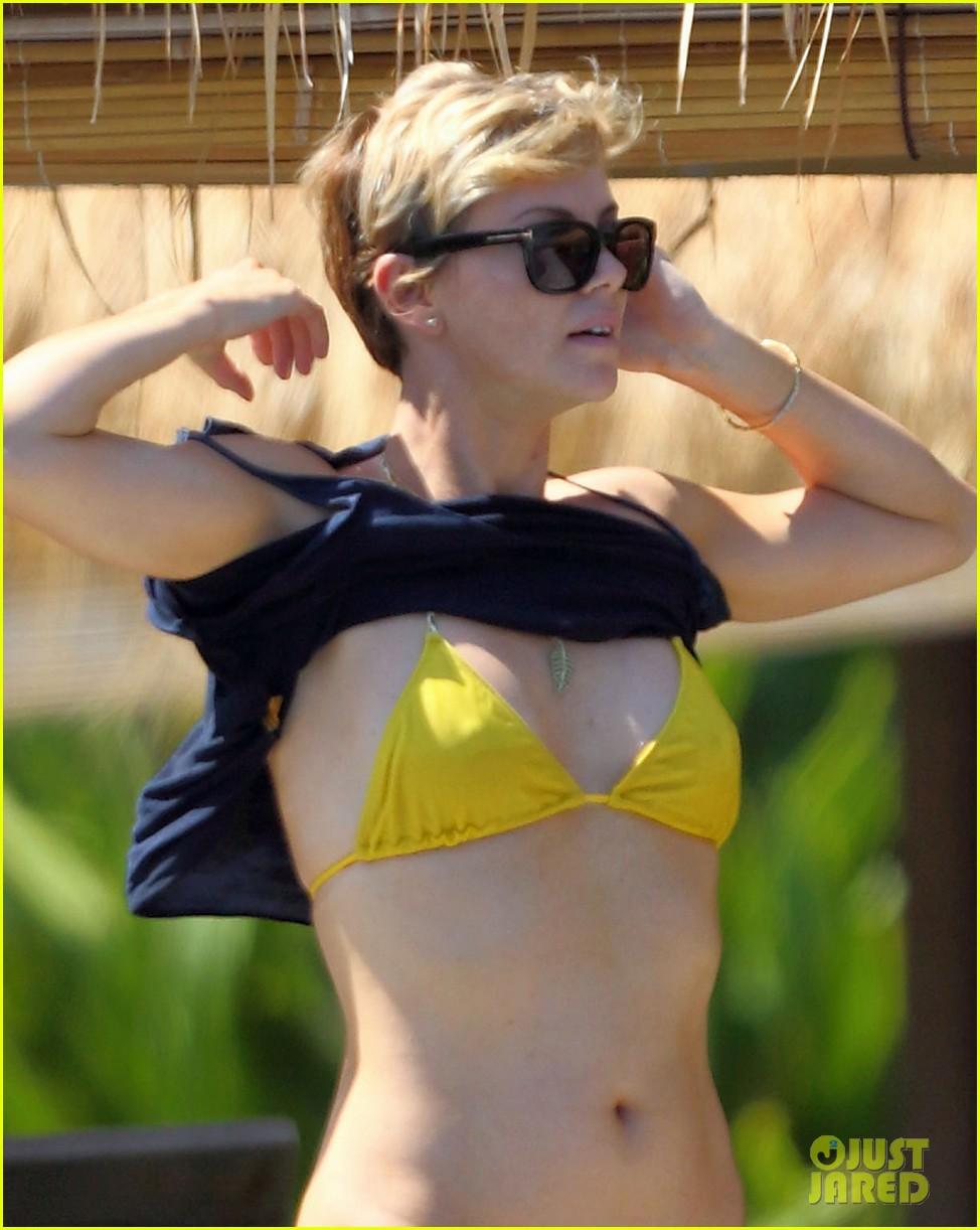 charlize theron rocks sexy bikini for 38th birthday 042928551