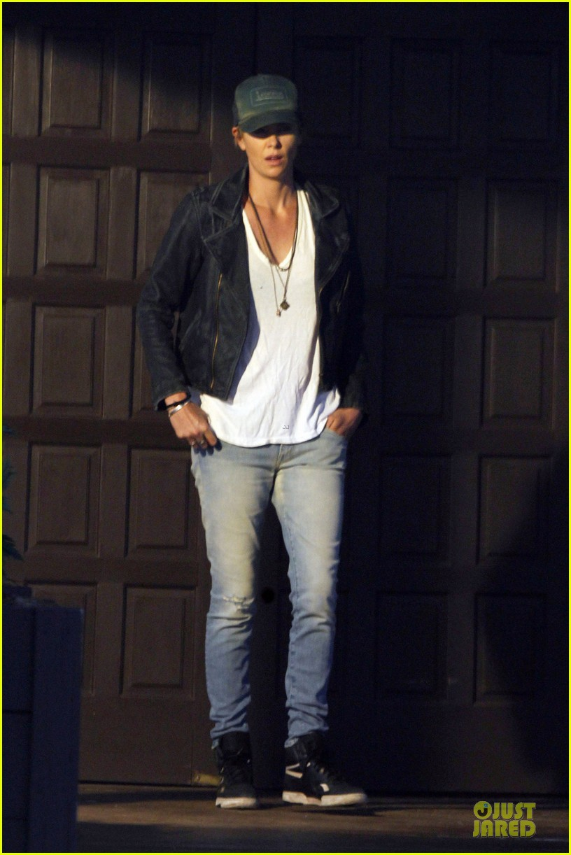 charlize theron dark places starts shooting 012939029