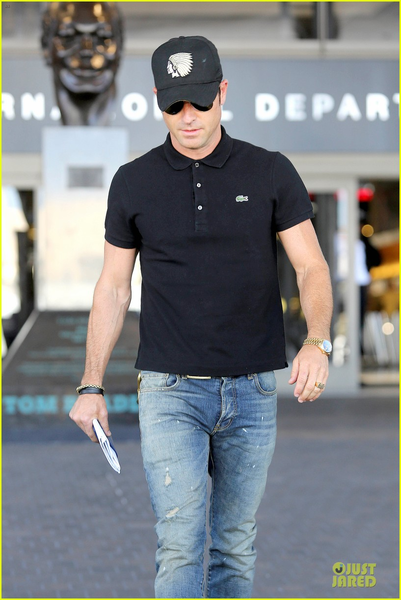 justin theroux immigration and border patrol office at lax 042939066