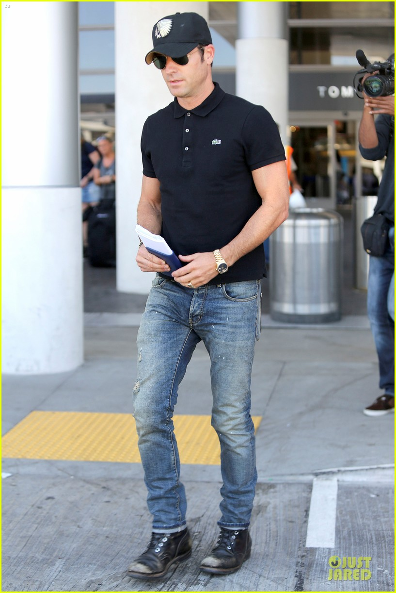 justin theroux immigration and border patrol office at lax 05