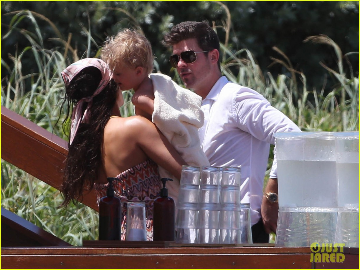 robin thicke paula patton beach day with julian 20