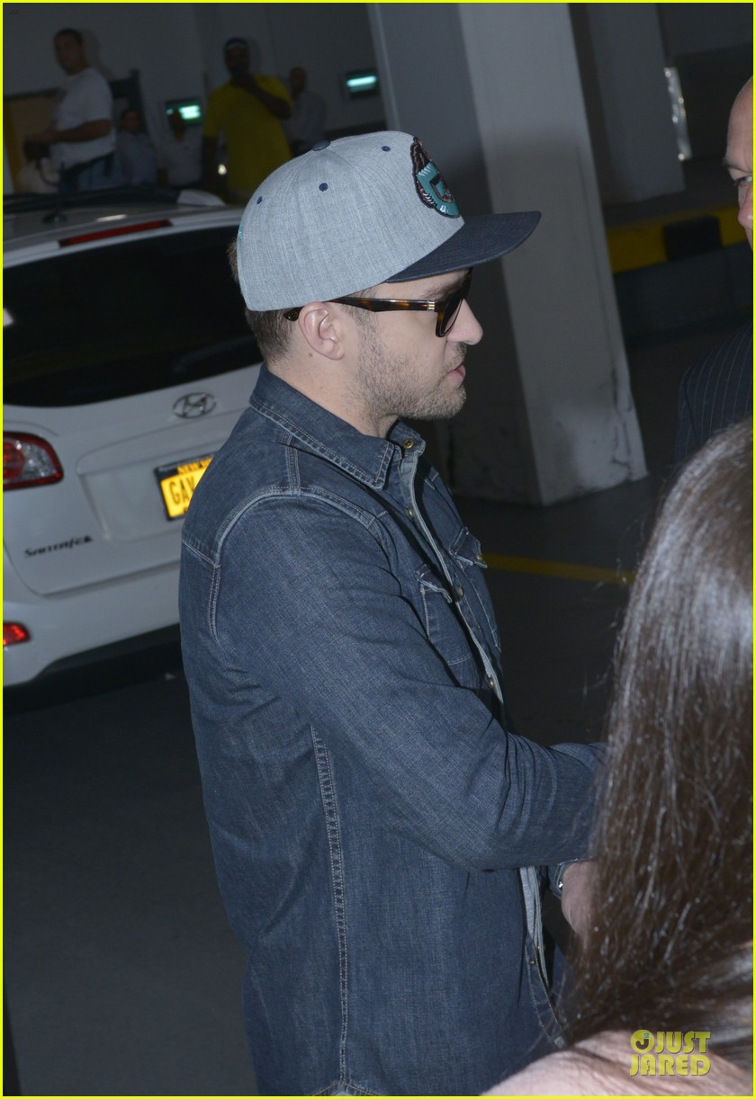 justin timberlake steps out after defending miley cyrus 102939216