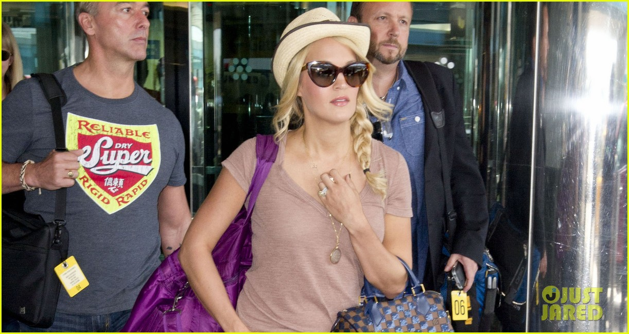 carrie underwood hosting good morning america today 022927924