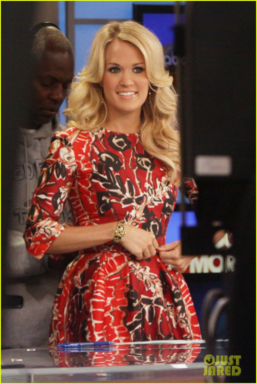 carrie underwood delivers pop news on gma 012928773