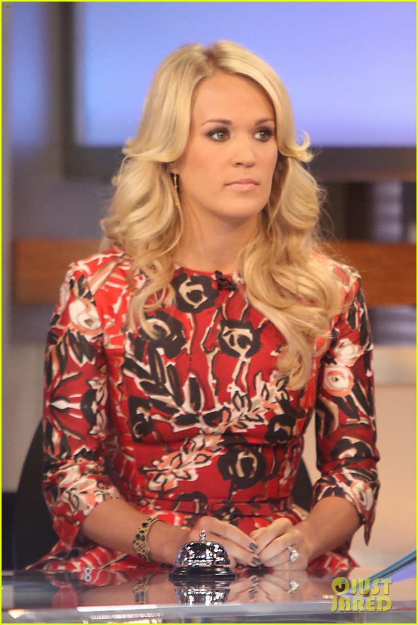 carrie underwood delivers pop news on gma 04