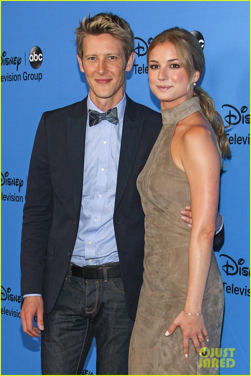 emily vancamp joshua bowman tcas disneyabc party 04