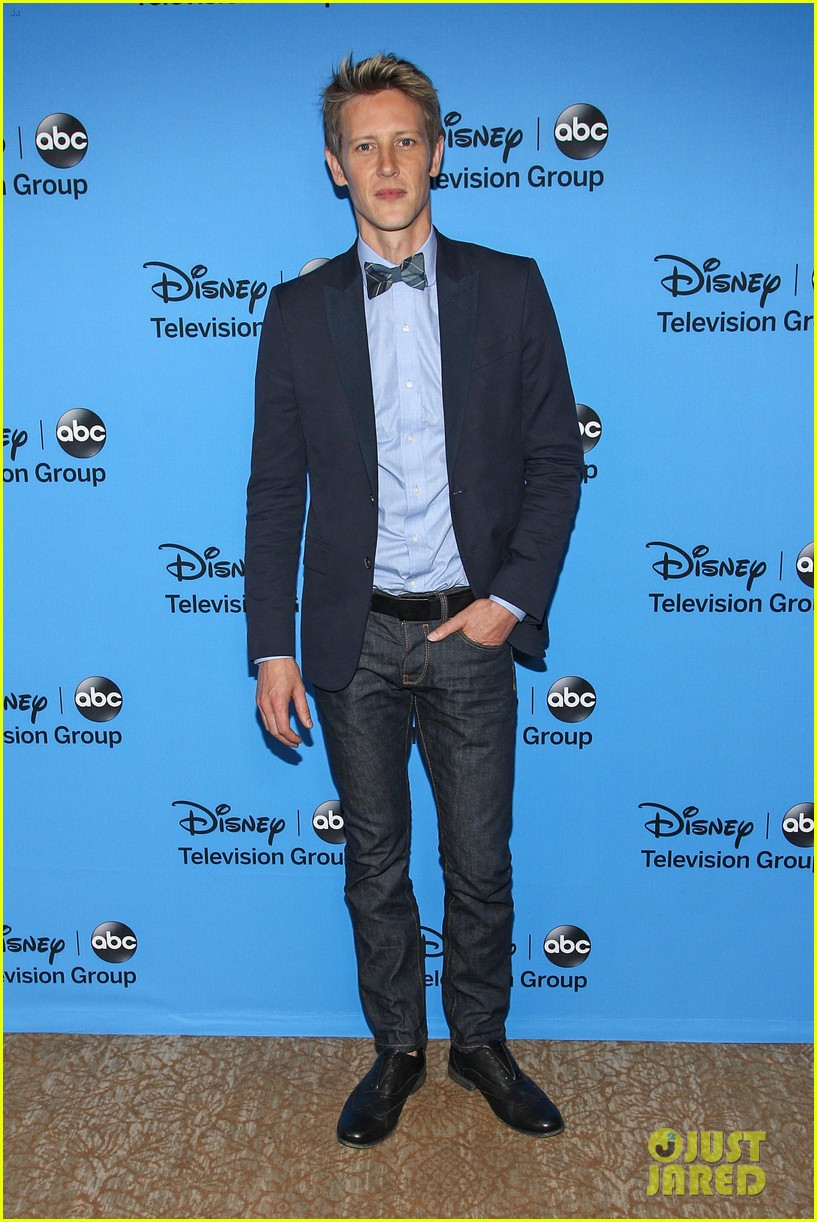 emily vancamp joshua bowman tcas disneyabc party 122923849