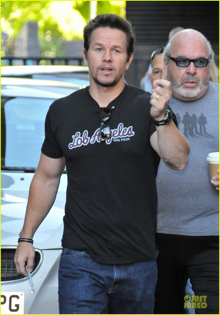 mark wahlberg gives advice for justin bieber 08