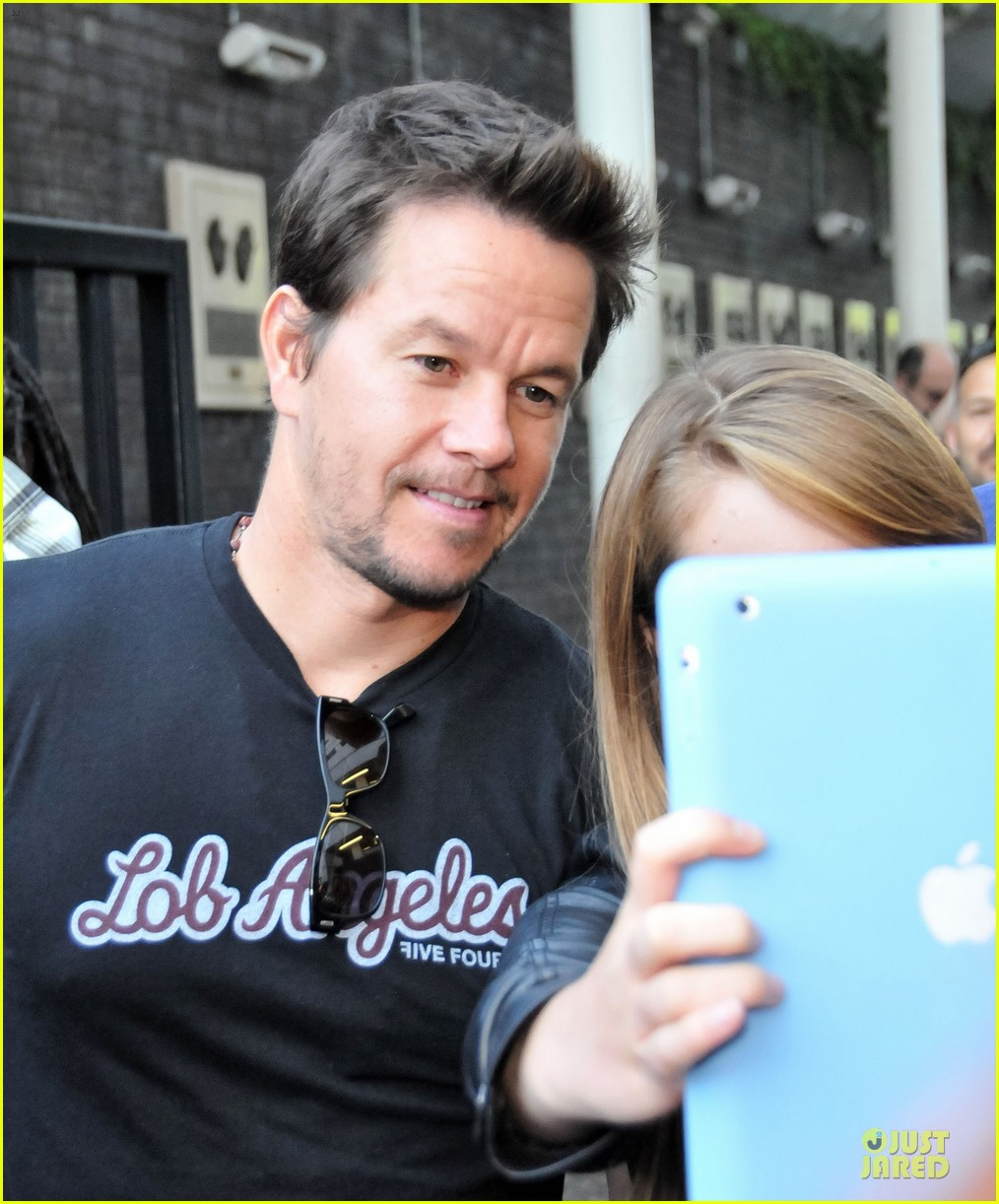 mark wahlberg gives advice for justin bieber 112925139