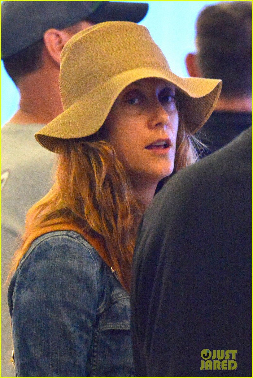 kate walsh ends caribbean vacation with flight to lax 022923921