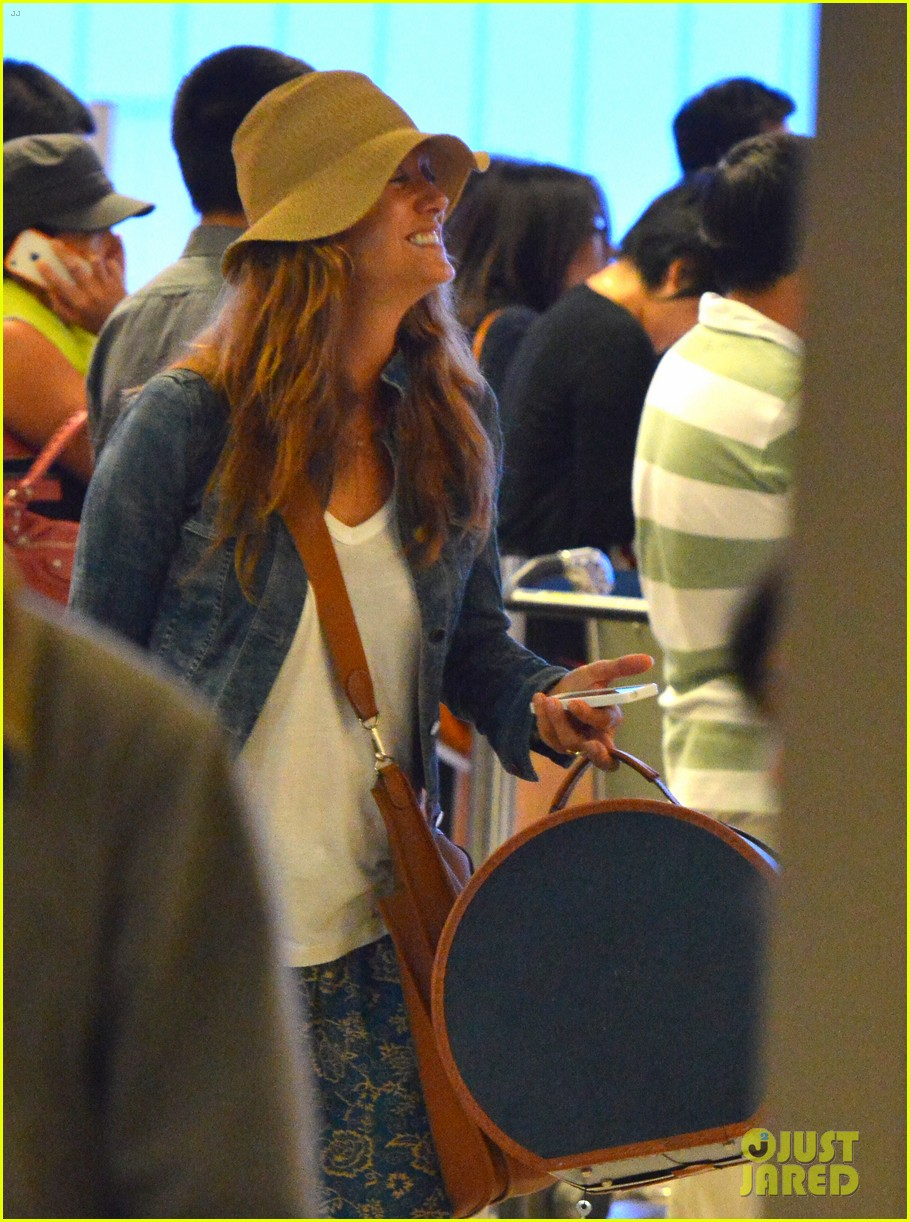 kate walsh ends caribbean vacation with flight to lax 08