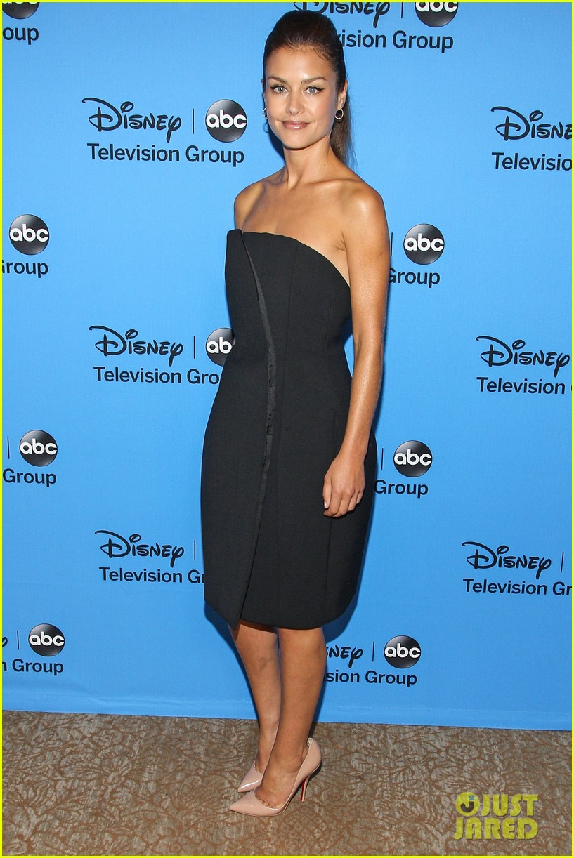 hannah ware camilla luddington abc tca party 012924184
