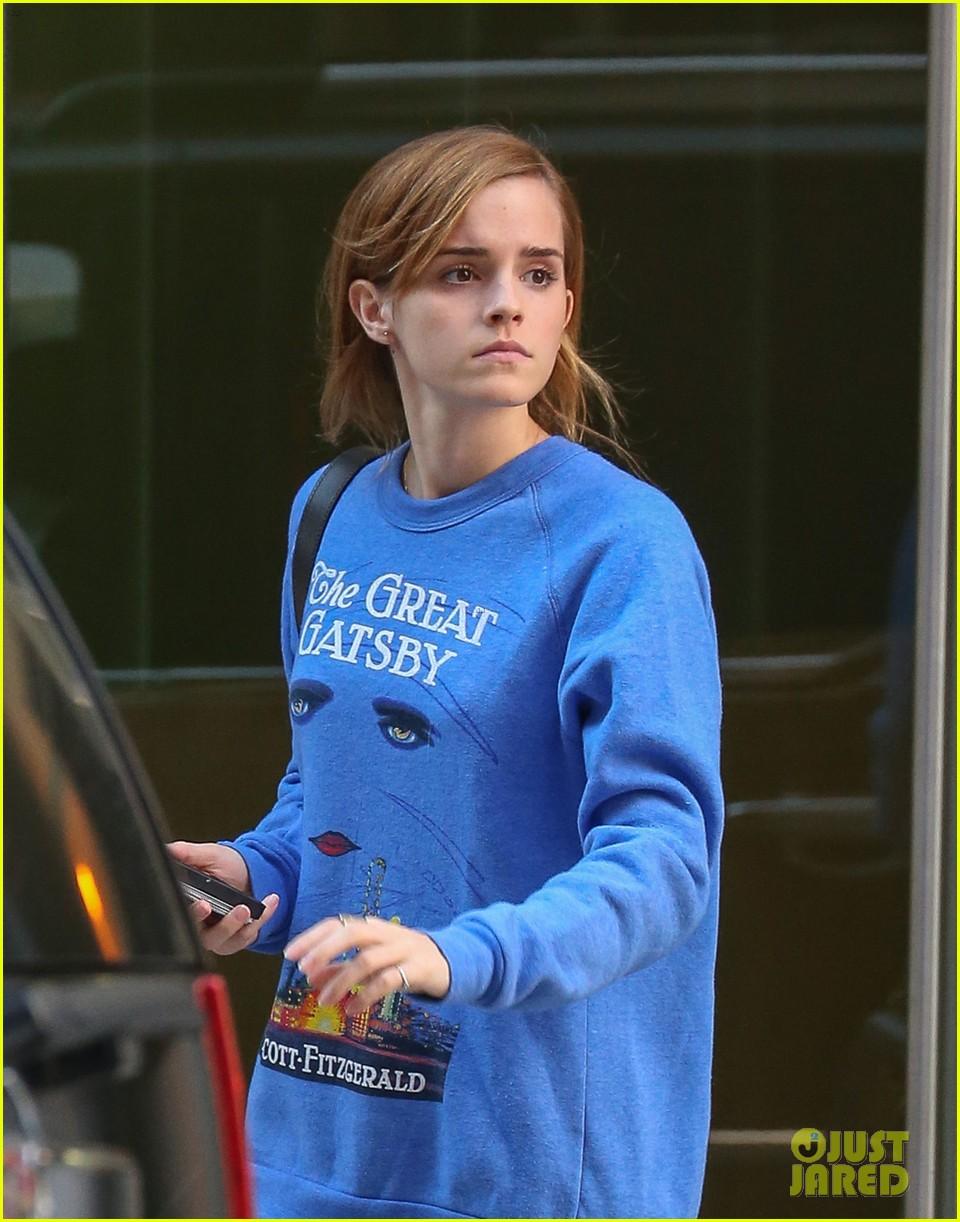 emma watson wears great gatsby sweatshirt over dress 02