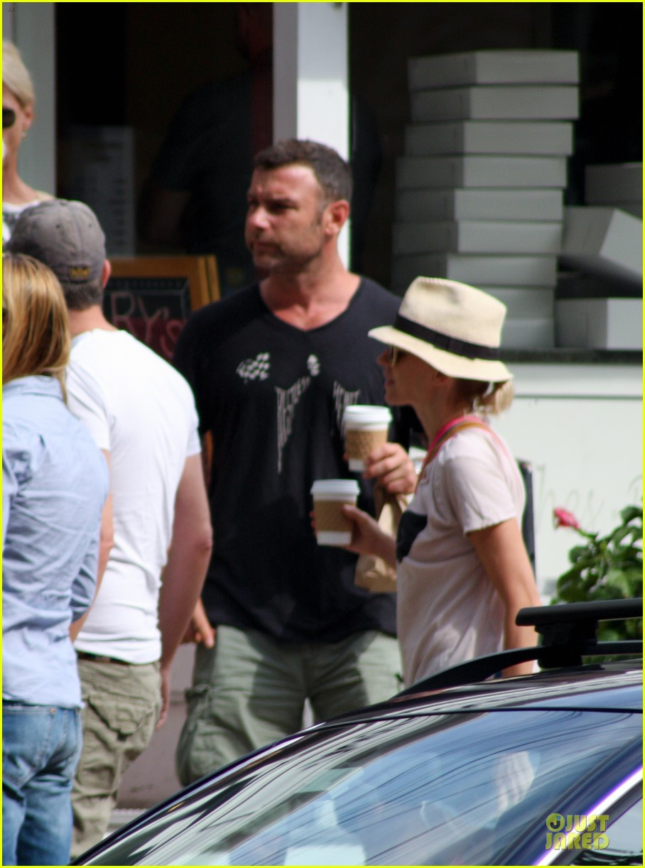 naomi watts liev schreiber stop for coffee with bob 042936490