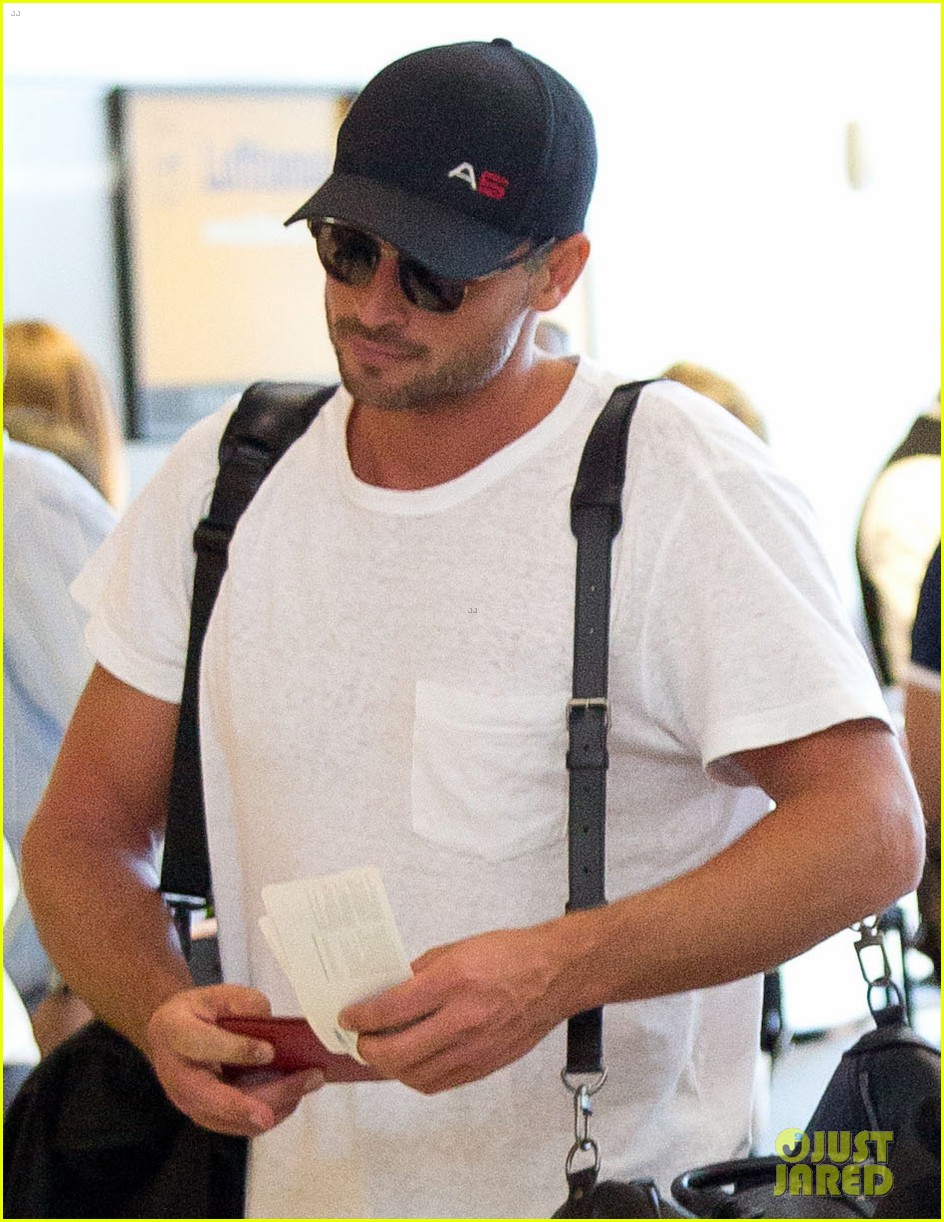 tom welling makes rare appearance at lax 022940885