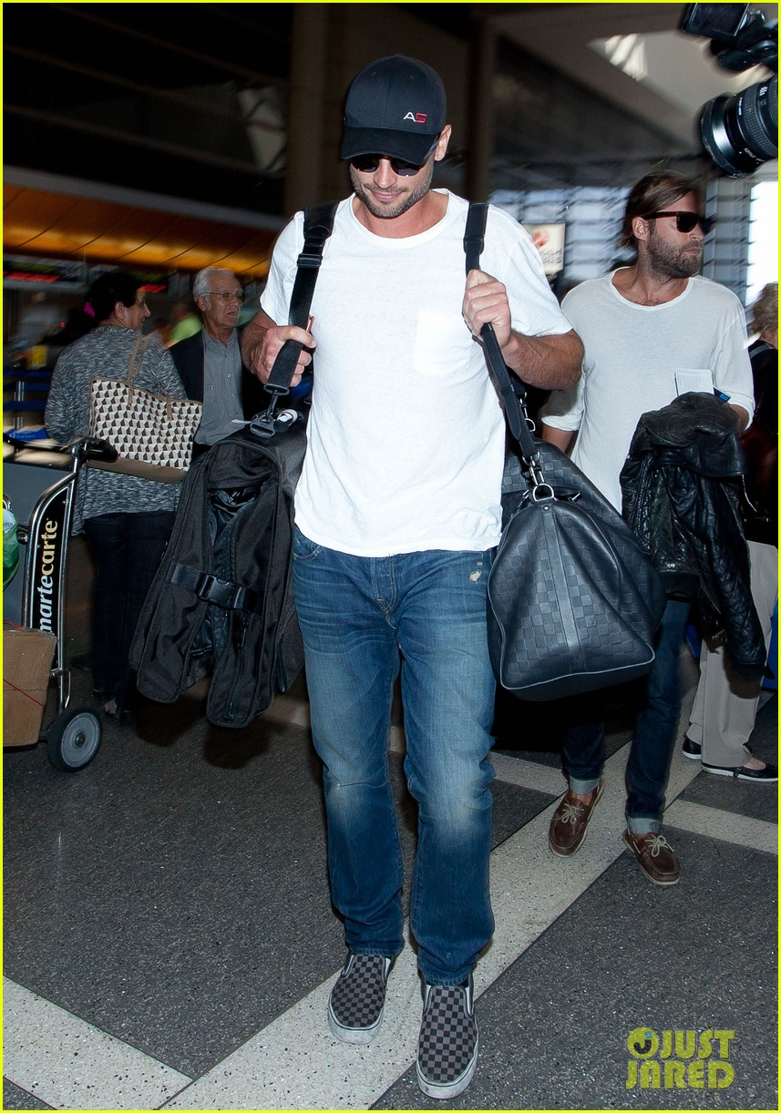 tom welling makes rare appearance at lax 032940886