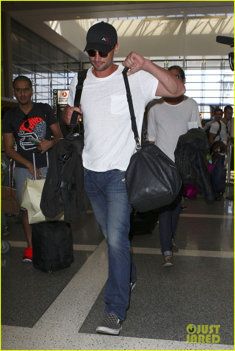 tom welling makes rare appearance at lax 102940893