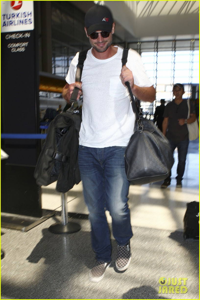tom welling makes rare appearance at lax 132940896