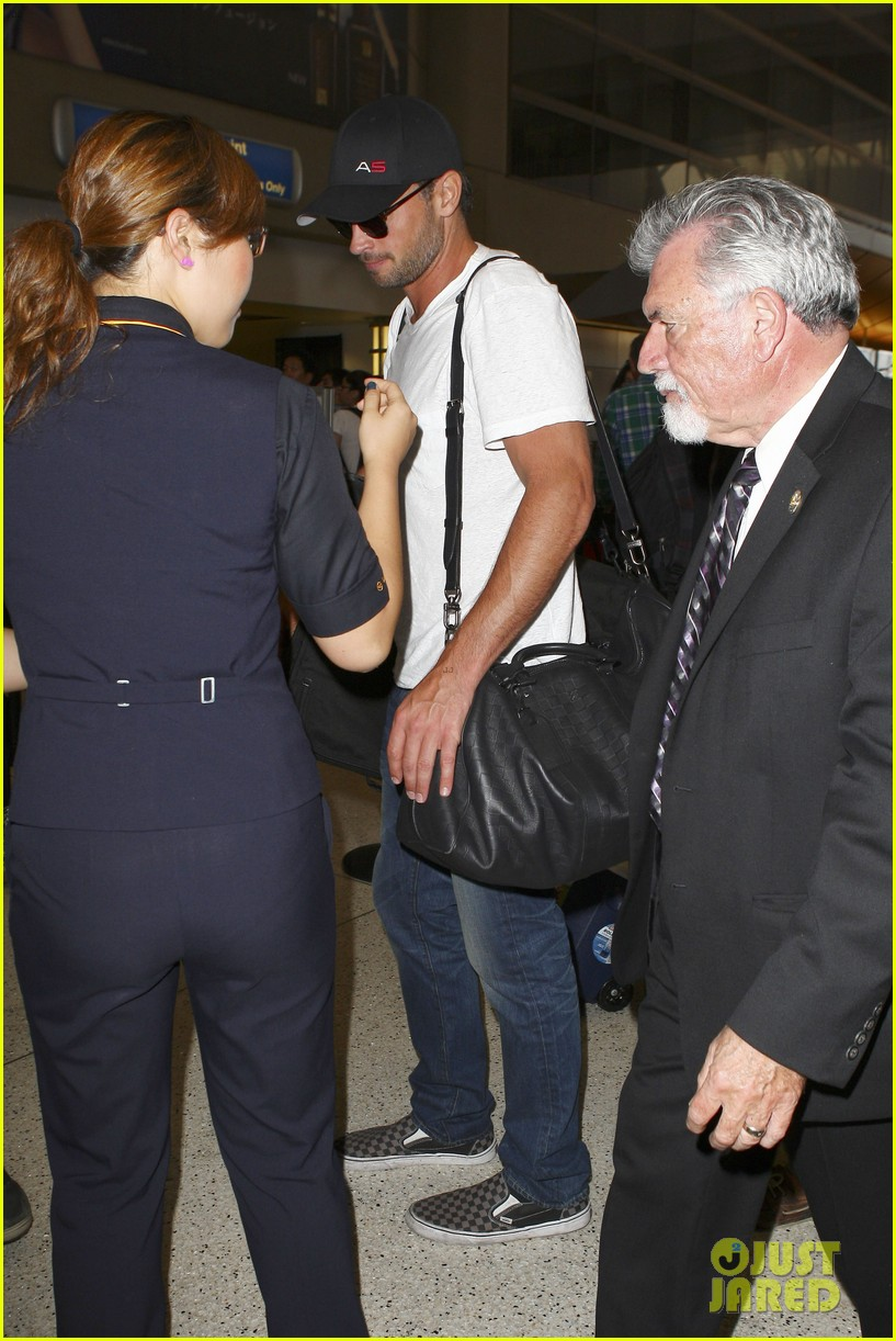 tom welling makes rare appearance at lax 142940897
