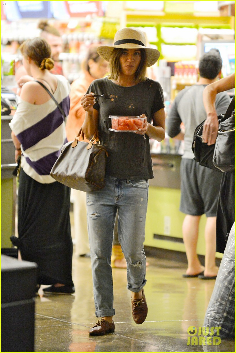 ed westwick jessica szohr shop for groceries together 012938383