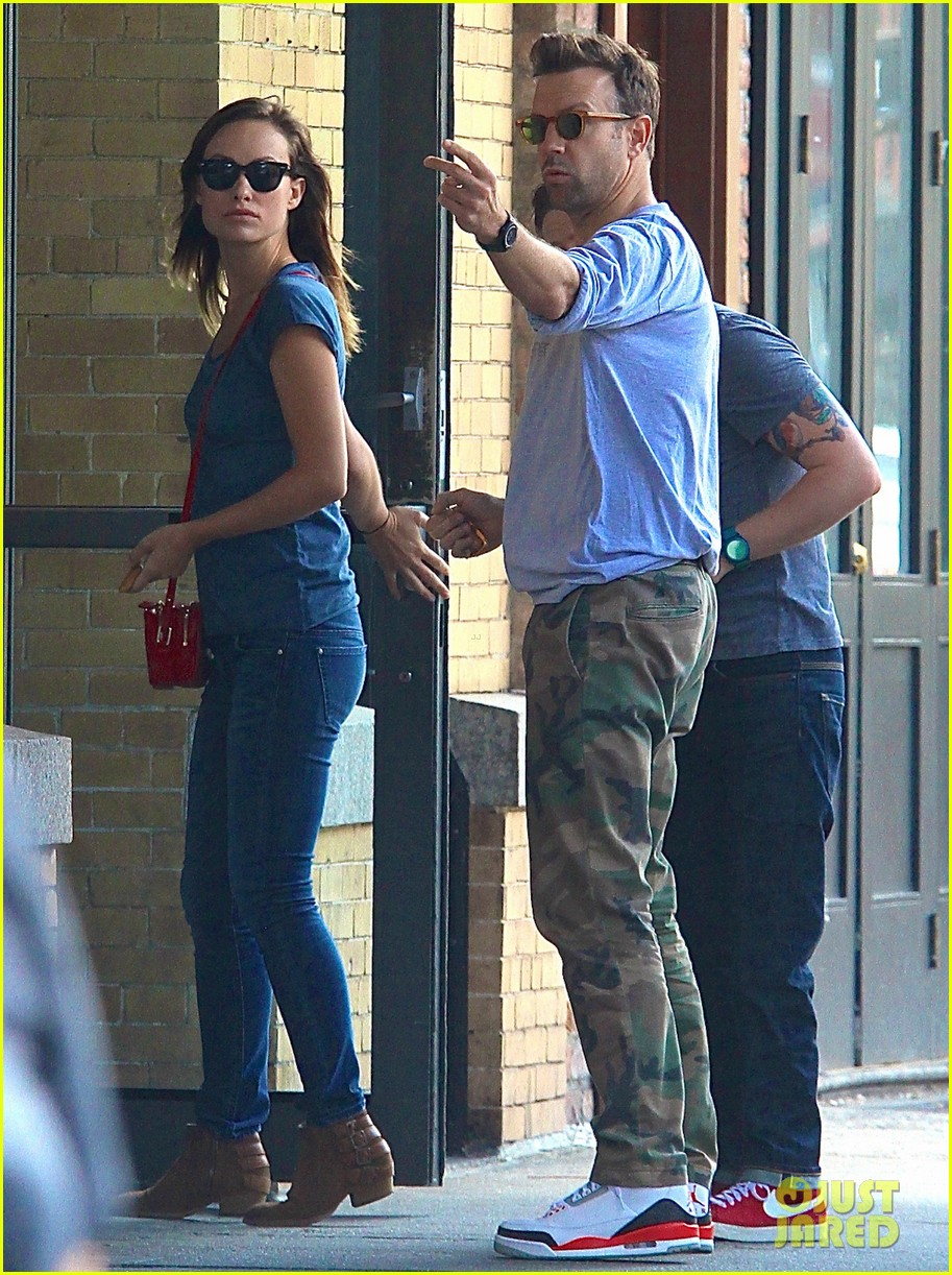 olivia wilde jason sudeikis give tourists directions in nyc 012923821