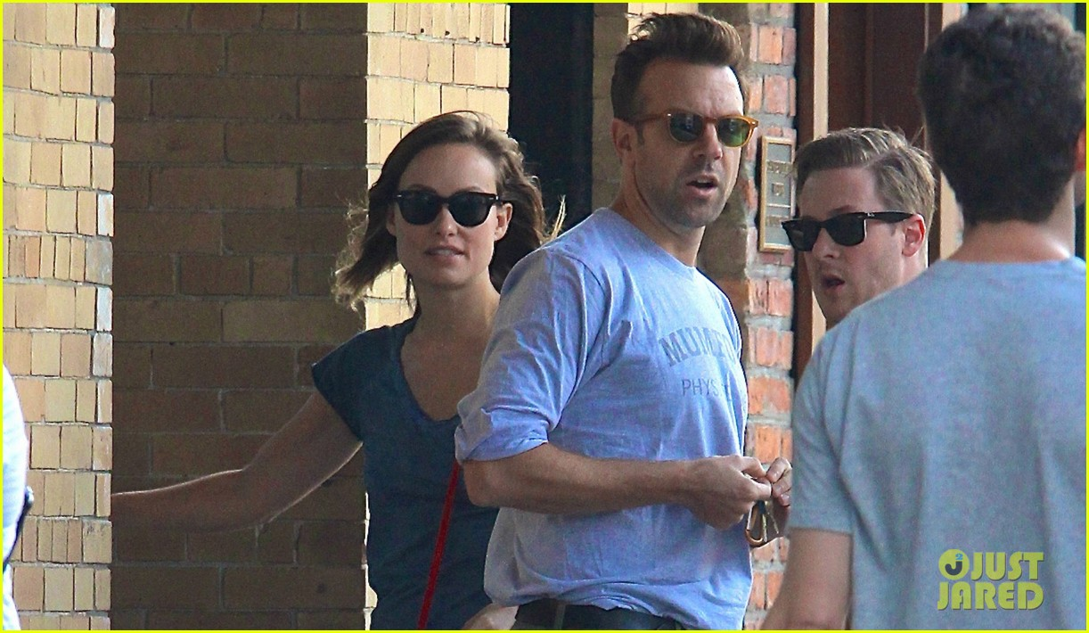 olivia wilde jason sudeikis give tourists directions in nyc 022923822