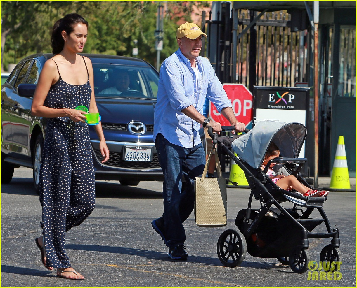 bruce willis has family day at natural history museum 062940771
