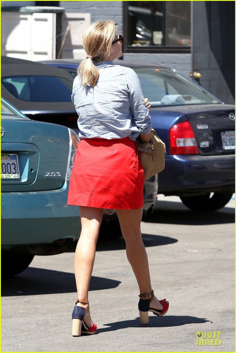 reese witherspoon mud behind the scenes clip watch now 252924327