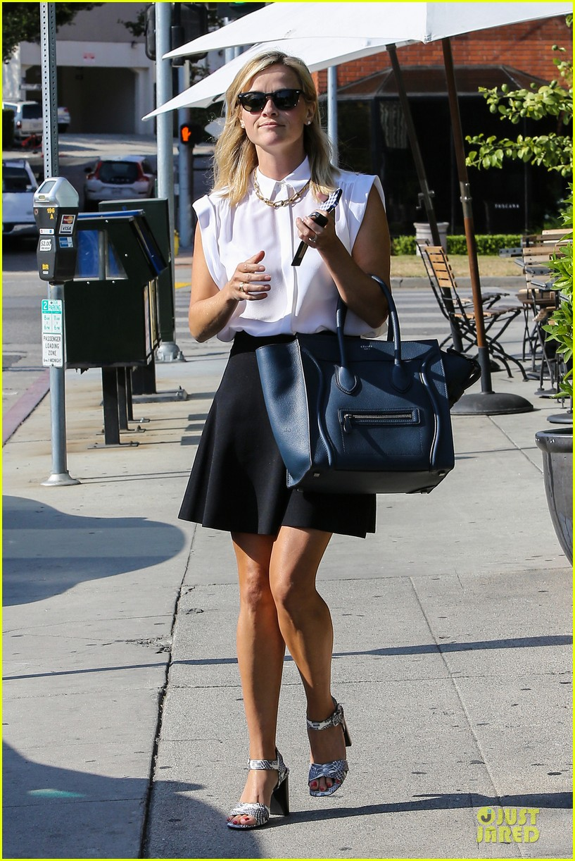 reese witherspoon signs with leonardo dicaprio manager 012938589