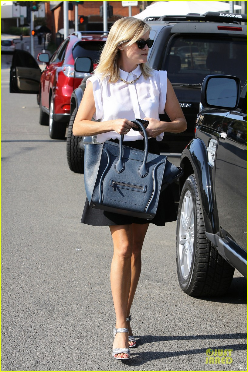 reese witherspoon signs with leonardo dicaprio manager 052938593
