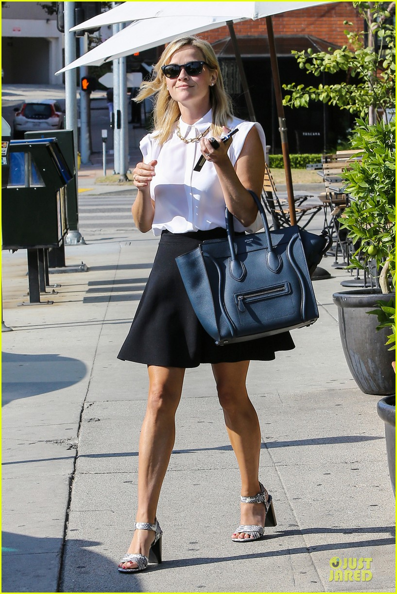 reese witherspoon signs with leonardo dicaprio manager 062938594